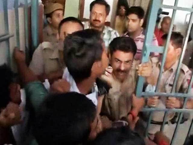 Videos : भागलपुर यूनिवर्सिटी में छात्रों ने किया जितेंद्र तोमर का विरोध