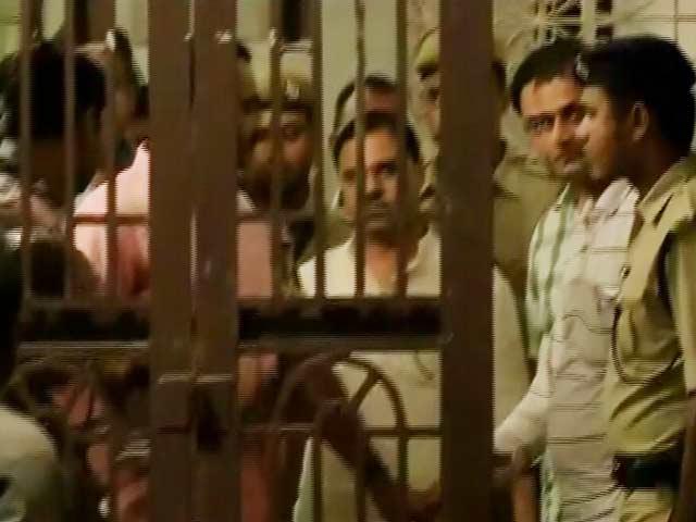 Video : Students Raise Slogans as Former Delhi Minister Jitender Singh Tomar Arrives in Bhagalpur, Throw Eggs at Him