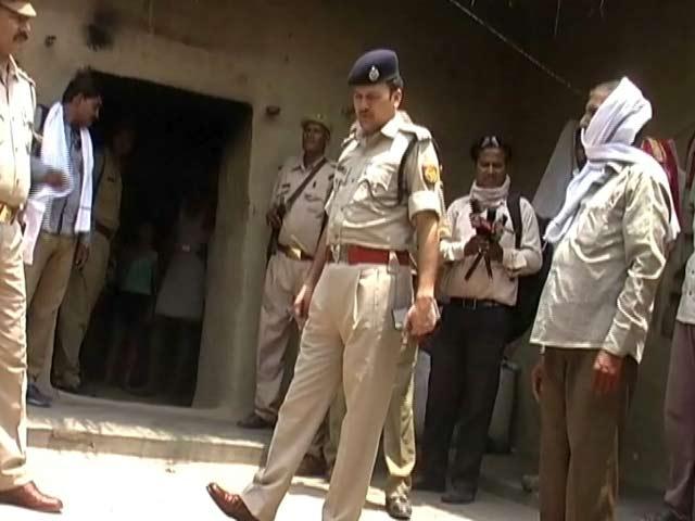 Videos : फतेहपुर में आम तोड़ने के विवाद में नाबालिग लड़की को कथित रूप से जिंदा जलाया