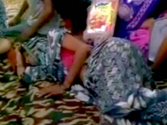 Video : भूख हड़ताल पर पत्रकार जगेंद्र सिंह का परिवार, पत्नी की हालत बिगड़ी