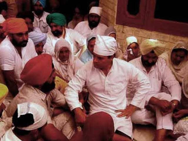 Videos : फतेहगढ़ में खुदकुशी करने वाले किसान सुरजीत के परिजनों से मिले राहुल गांधी