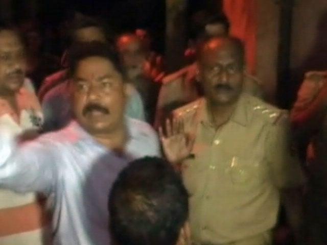 Video : मुरादाबाद : बीजेपी पार्षद ने मुस्लिम परिवार के घर में जड़ा ताला