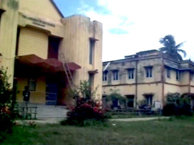 Videos : कोलकाता के करीब स्कूल में धमाका, एक छात्र घायल