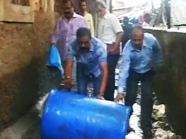 Videos : जहरीली शराब मामले में पुलिस ने पहले की अनदेखी, अब कर रही है कार्रवाई का ढकोसला