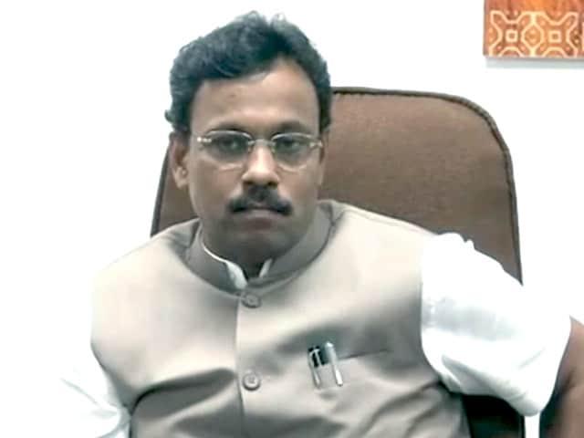 Video : महाराष्ट्र के शिक्षामंत्री विनोद तावड़े बोले, 'फर्जी नहीं मेरी डिग्री'