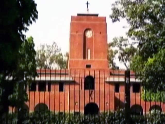 Videos : सेंट स्टीफेंस कॉलेज के असिस्टेंट प्रोफेसर पर लटकी गिरफ्तारी की तलवार