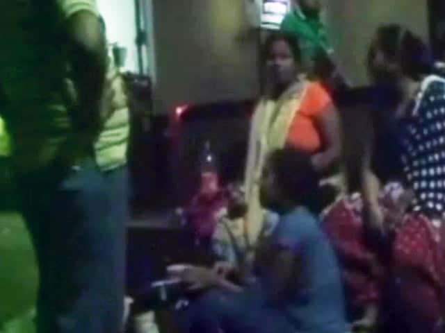 Videos : झारखंड : पलामू एक्सप्रेस पटरी से उतरी, नक्सलियों ने ब्लास्ट कर पटरी उड़ाई
