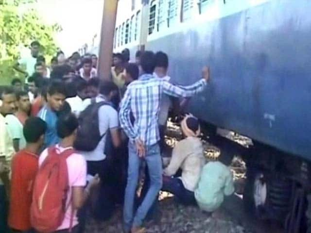 Video : Palamu Express Derails as Suspected Maoists Blow up Track in Jharkhand