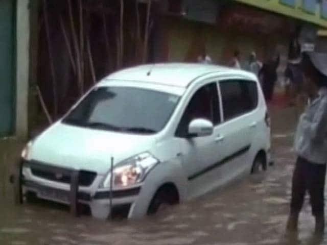 Video : गुजरात में बारिश से आम जनजीवन बेहाल, नदी-नाले उफान पर