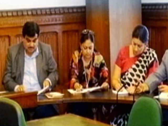 Videos : प्राइम टाइम इंट्रो : ललित कथा में फंसी बीजेपी