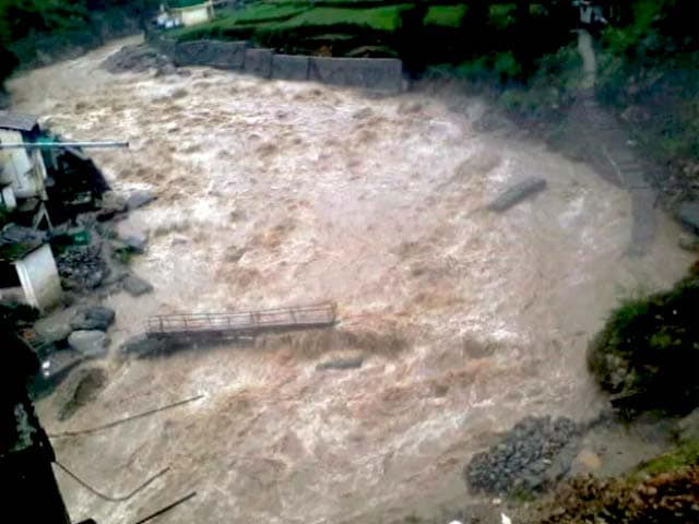 Video : उत्तराखंड में नदियां उफान पर, चार धाम की यात्रा रोकी गई