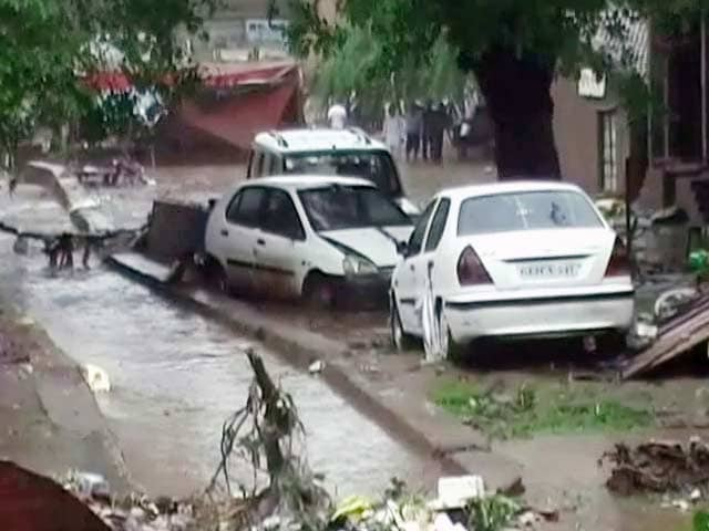 Video : गुजरात में बारिश थमने से हालात में सुधार, तेजी से निकल रहा है पानी