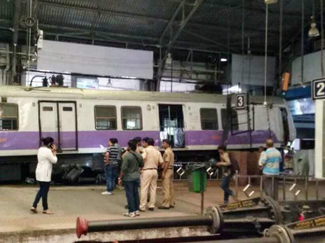 Videos : मानवीय भूल की वजह से हुआ था मुंबई के चर्चगेट स्टेशन पर हादसा : रेलवे