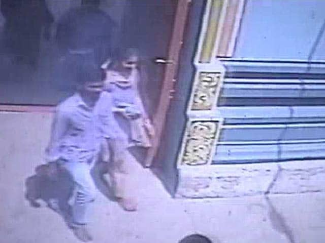 Video : Killed for Talking to Upper Caste Girl? Clues on Engineer's Death in CCTV Footage