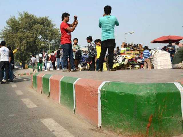 Videos : दिल्ली में सड़कों के भगवा रंगरोगन से सुरक्षा को लेकर बढ़ी चिंताएं
