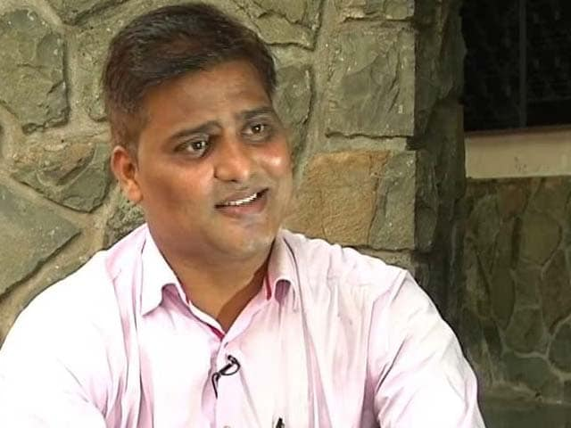 Video : He Has Four Degrees, But Works as a Garbage Collector in Mumbai