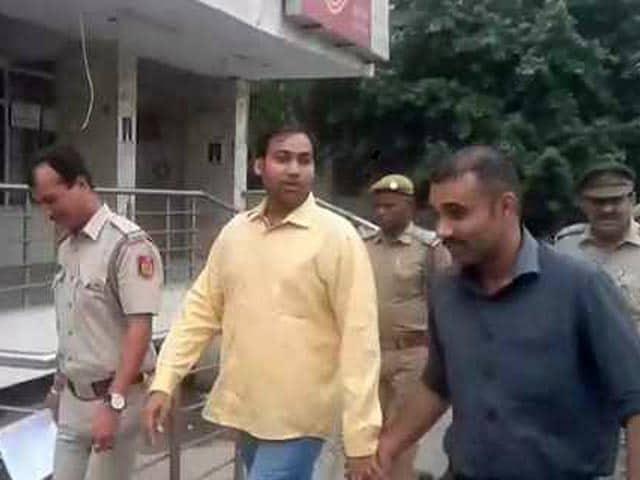 Video : 'आप' विधायक मनोज कुमार दो दिन की पुलिस रिमांड पर भेजे गए