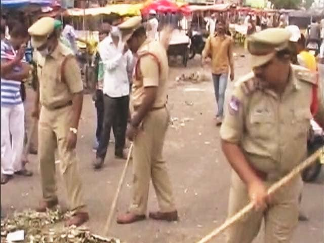 Video : As Garbage Piles Up in Hyderabad, Police Pick Up the Broom