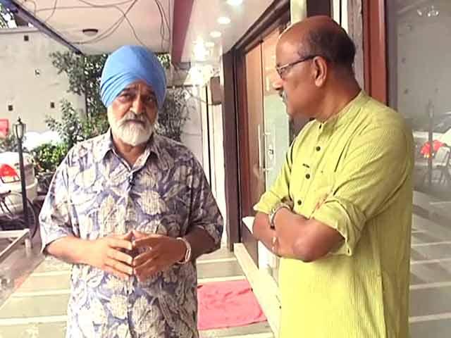 Videos : योजना आयोग के पूर्व उपाध्यक्ष आहलूवालिया के साथ चलते-चलते