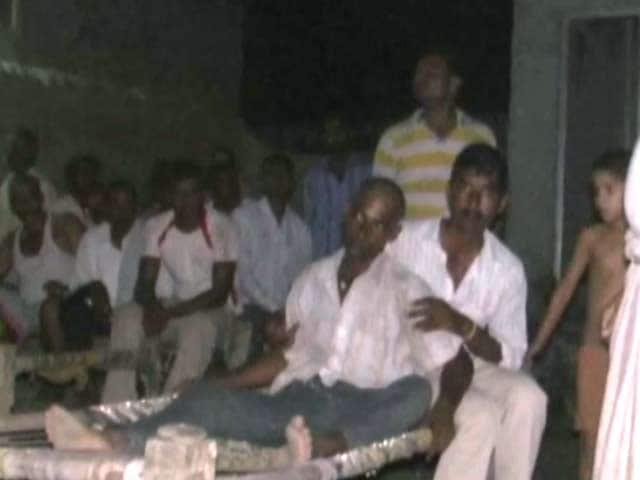 Videos : नोएडा : जमीन न मिलने पर किसान दंपती ने खाया जहर, पत्नी की मौत