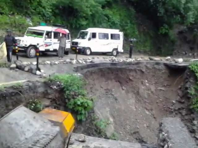 Videos : उत्तराखंड में भारी बारिश से हालात खराब, कई रास्ते टूटें