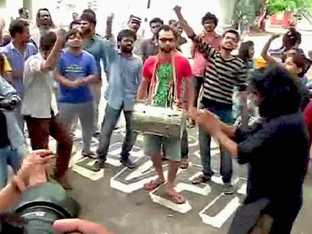 Video : FTII Alumni Back Striking Students, Will Write to PM Modi