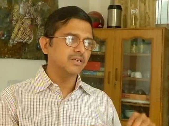 Video : Amitabh Thakur Rape Case: No Links With Samajwadi Party, Says Woman's Husband
