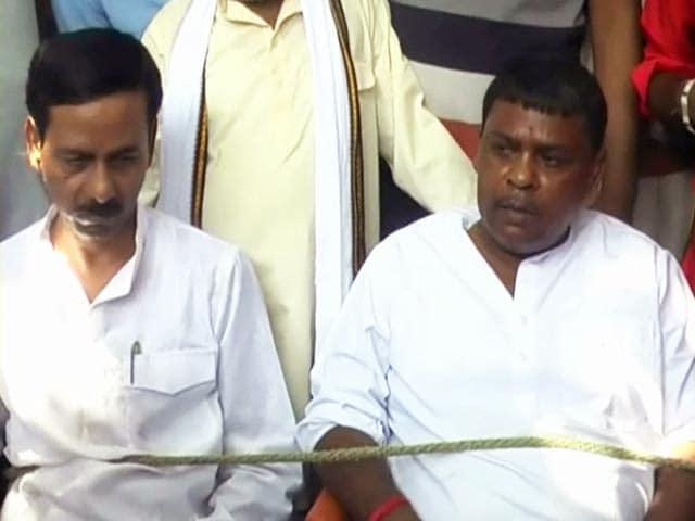 Video : मुगलसराय : नाराज जनता ने विधायक और सभासद को बनाया बंधक
