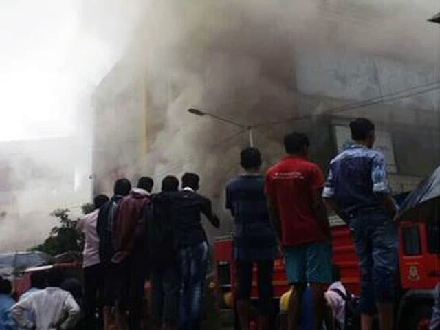 Video : Major Fire on Mumbai's Linking Road, Nobody Trapped