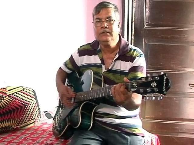 Videos : मिलिए मुंबई के एक 'गिटारिस्ट' ऑटोवाले से...