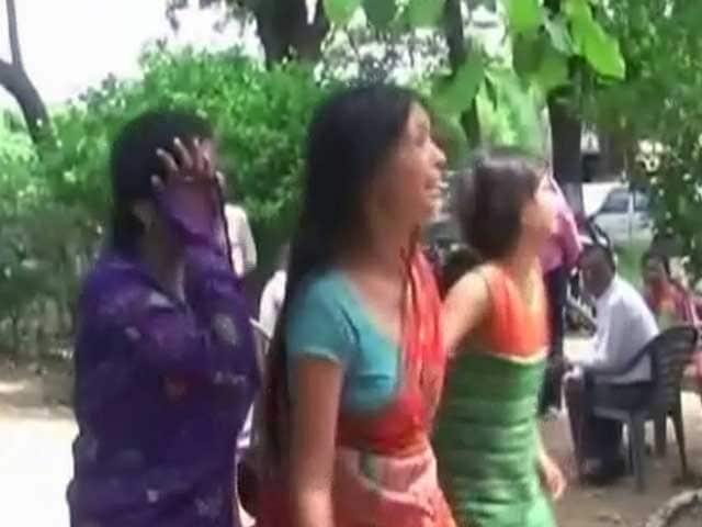 Videos : यूपी में छेड़खानी : पुलिस के कार्रवाई नहीं करने पर नाबालिग ने किया आत्मदाह