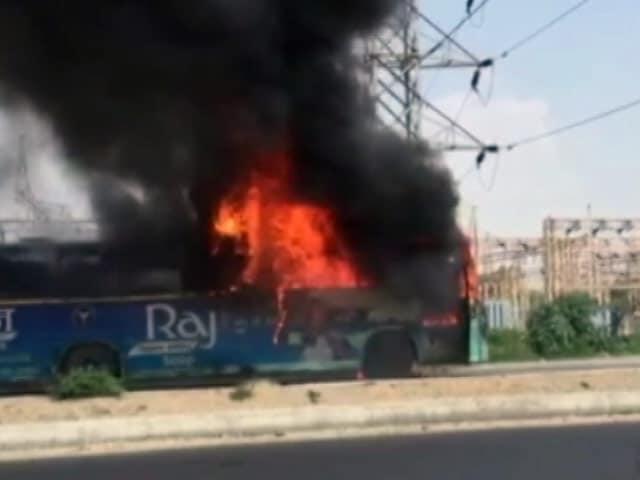 Video : जालंधर में चलती बस में लगी आग, यात्रियों ने कूदकर बचाई जान