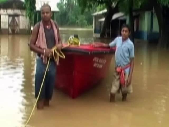 Videos : राजस्थान के कई ज़िले बाढ़ की चपेट में, बचाव कार्य में जुटीं एयरफ़ोर्स और एनडीआरएफ