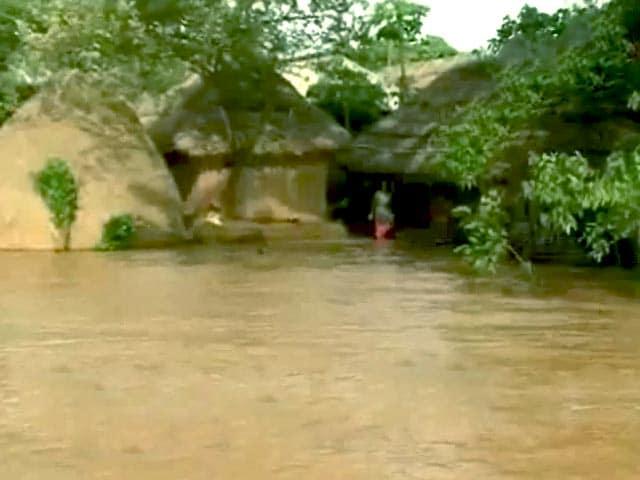 Videos : बाढ़ से बेहाल ओडिशा, 5 लाख लोगों पर पड़ा असर
