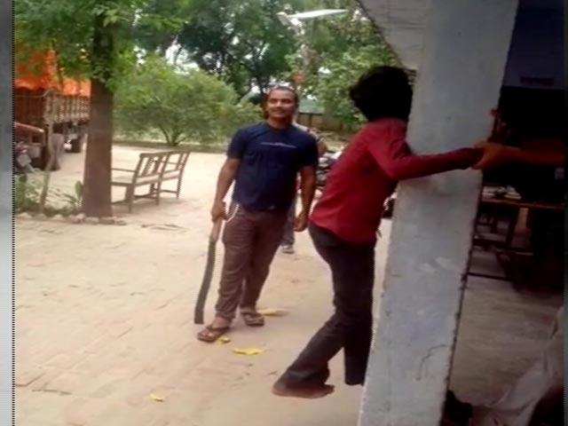 Video : इंडिया 7 बजे : यूपी के फ़र्रूख़ाबाद में पुलिस ने नाबालिग को खंबे से बांधकर पीटा