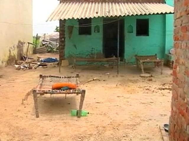 Videos : रेप के आरोपी की हत्या, बाल्मीकि बस्ती में सन्नाटा