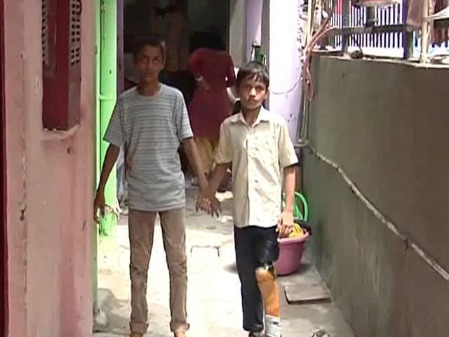 Video : इलाज में लापरवाही बरतने पर दो सरकारी डॉक्टरों का रजिस्ट्रेशन निरस्त