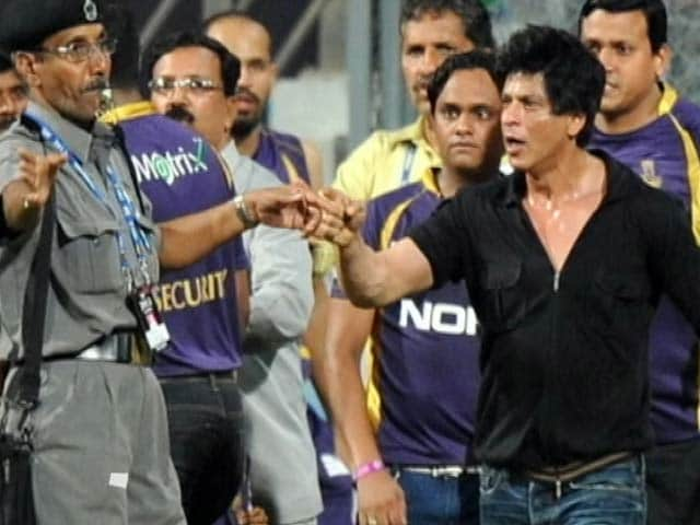 Videos : एमसीए ने शाहरुख खान के वानखेड़े स्टेडियम में प्रवेश पर लगा बैन हटाया