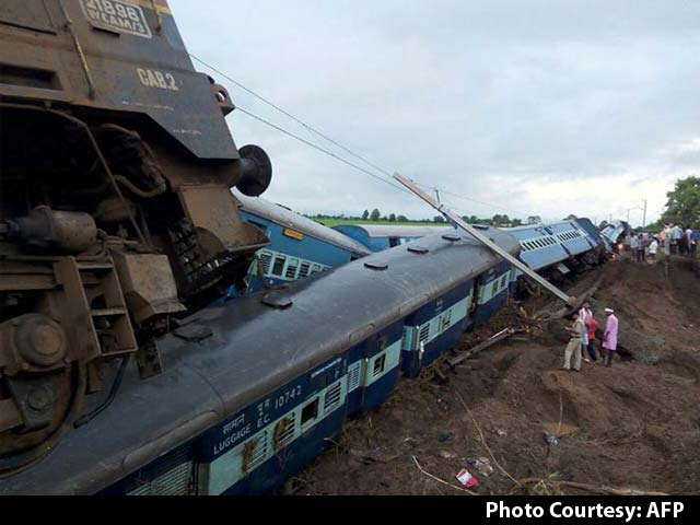 Video : 28 Dead, 25 Missing After Two Trains Derail in Madhya Pradesh