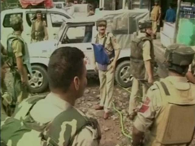 Video : 2 Soldiers Killed as Terrorists Attack BSF Convoy in Jammu and Kashmir