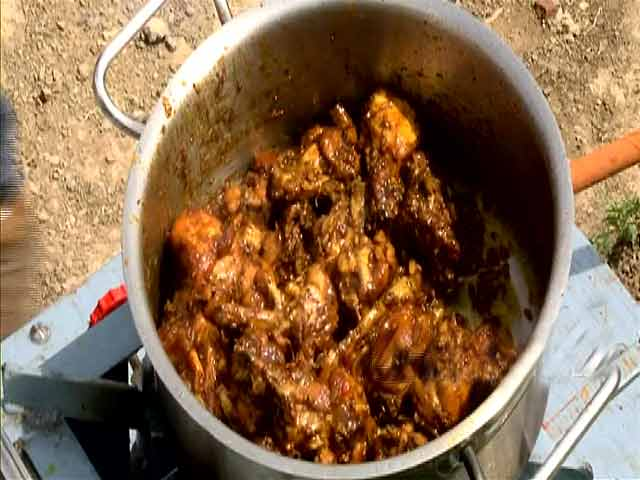 Video : Dhalli Style Chicken Pickle
