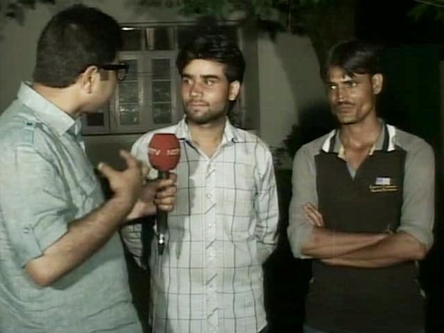 Video : Pakistani Terrorist Was Captured By Villagers He Took Hostage