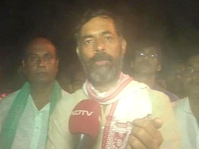 Video : 'Beaten, Manhandled,' Alleges Yogendra Yadav, Detained From Farmer Protest in Delhi