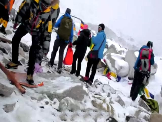 Video : Earthquake Aftershocks on Mount Everest