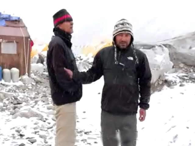 Video : The Earthquake That Shook  the Everest Base Camp