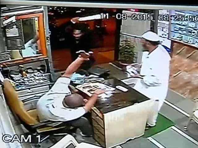 Video : When a Swordsman Attacked, a Mumbai Tailor Turned Into Superhero