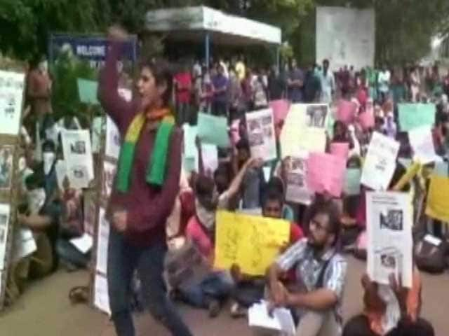 Video : Pondicherry University Vice Chancellor Asked to Go on Leave by HRD Ministry