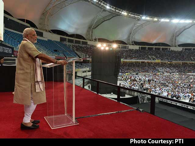Video : Thousands of Indians in Dubai Roar Approval Through PM's Speech