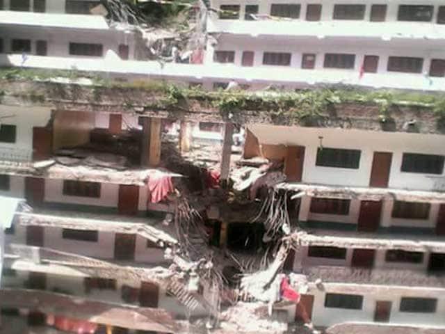 Video : कुल्लू के मणिकरण गुरुद्वारा साहिब में चट्टानें गिरीं, 7 की मौत