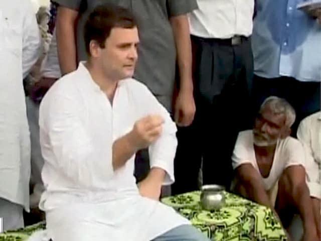 Video : किसानों के बीच अमेठी में राहुल गांधी, पीएम मोदी पर साधा निशाना